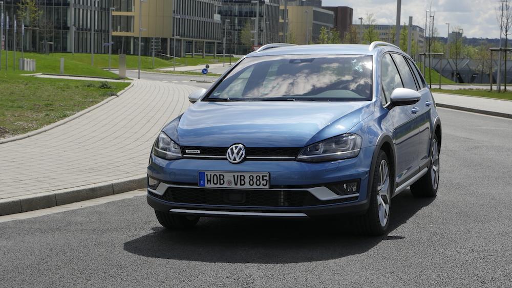 VW_Volkswagen_Golf_Alltrack_PacificBlueMetallic_01