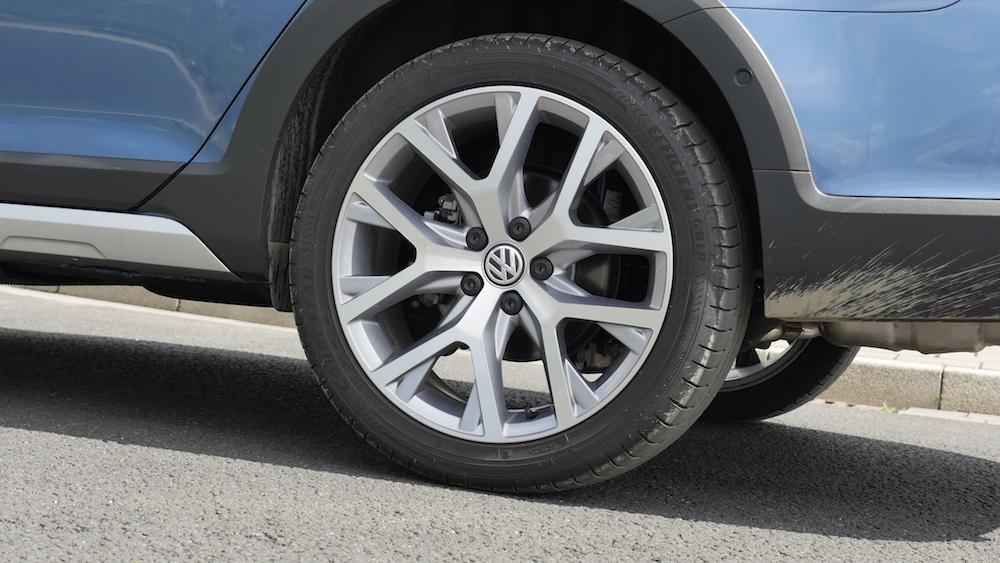 VW_Volkswagen_Golf_Alltrack_PacificBlueMetallic_04