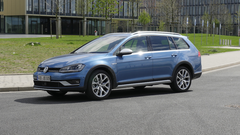 VW_Volkswagen_Golf_Alltrack_PacificBlueMetallic_16