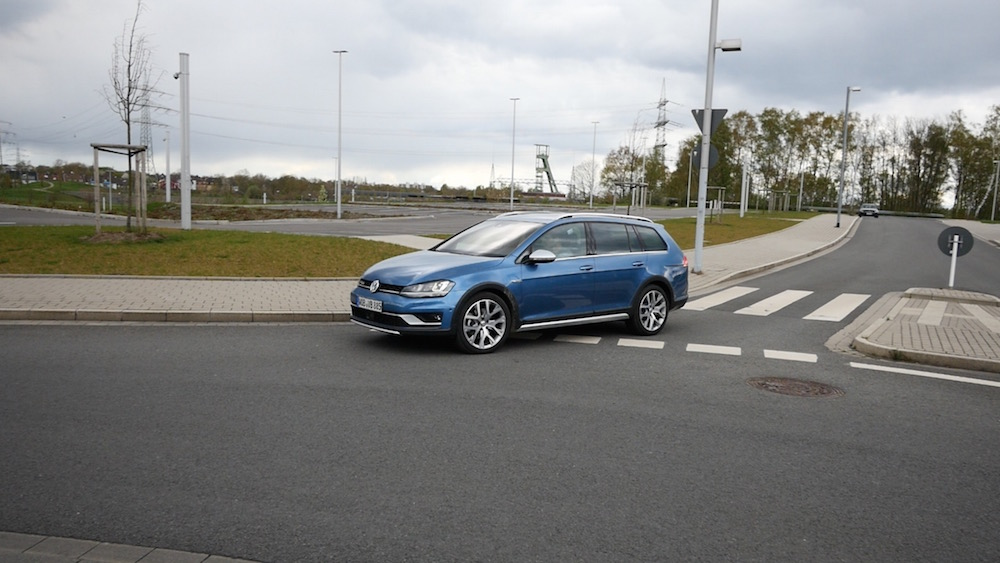 VW_Volkswagen_Golf_Alltrack_offroad1
