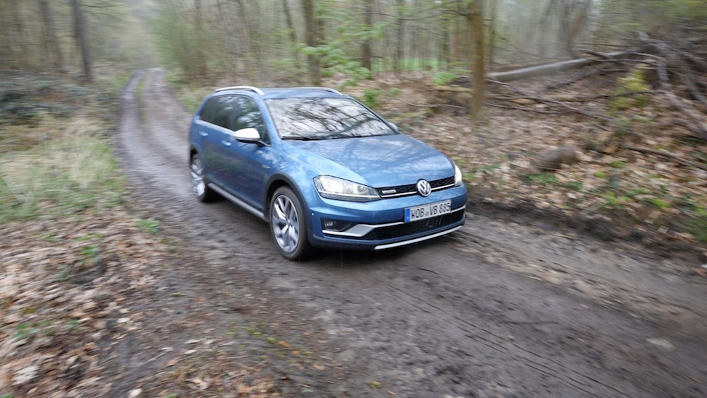 VW_Volkswagen_Golf_Alltrack_offroad2