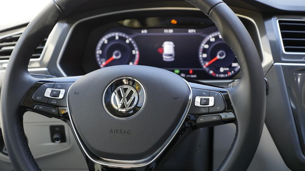 VolkswagenTiguan_interior_001