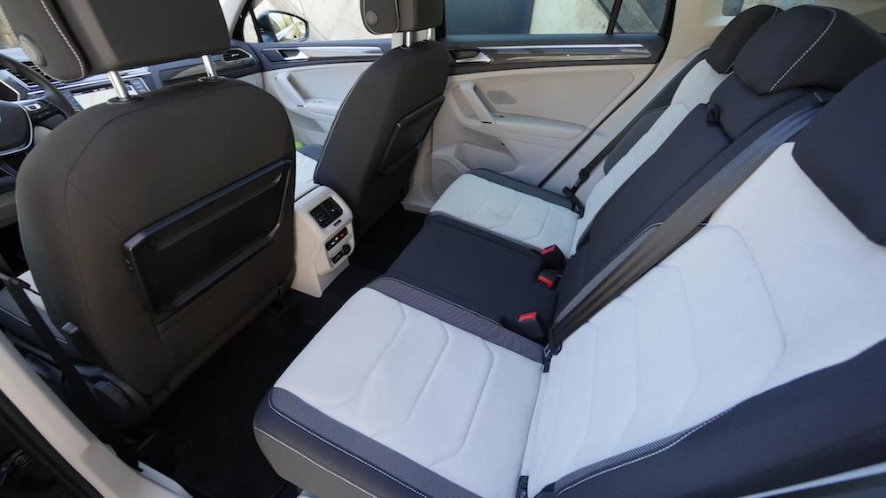 VolkswagenTiguan_interior_006