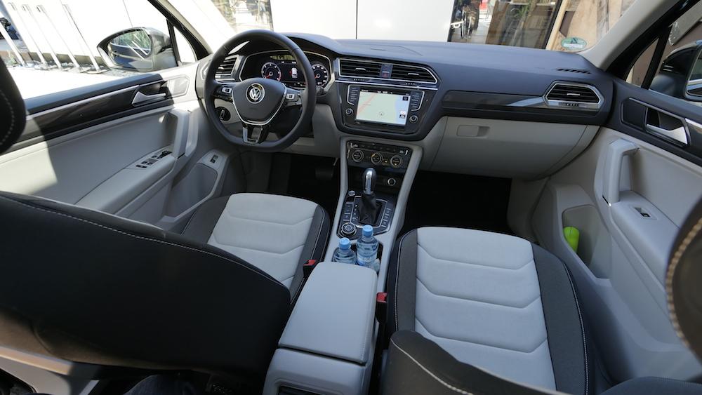 VolkswagenTiguan_interior_007