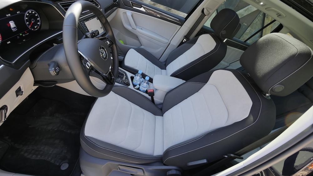VolkswagenTiguan_interior_009