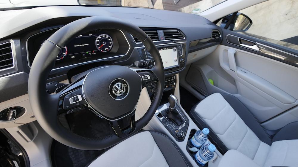 VolkswagenTiguan_interior_010