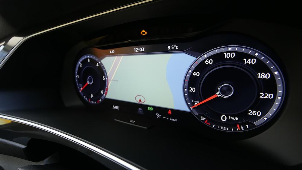 VolkswagenTiguan_interior_012