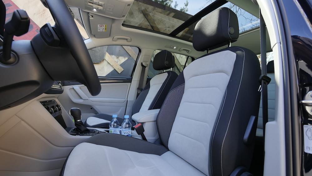 VolkswagenTiguan_interior_013