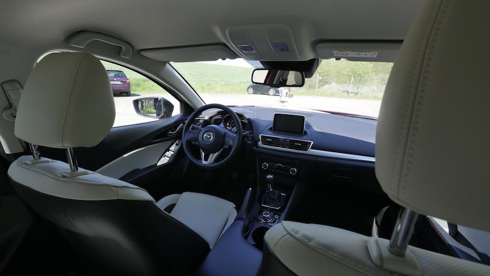 Mazda3_LImousine_01