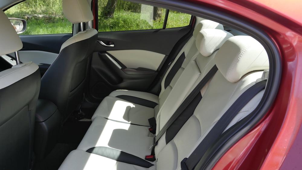 Mazda3_LImousine_02