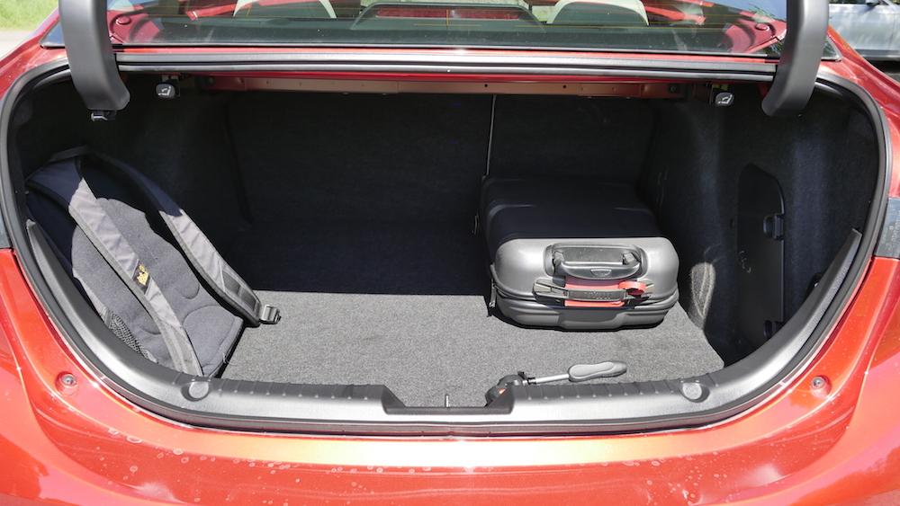 Mazda3_LImousine_03