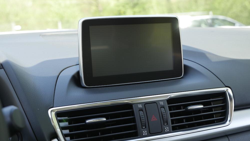 Mazda3_LImousine_08
