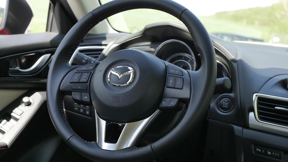 Mazda3_LImousine_09