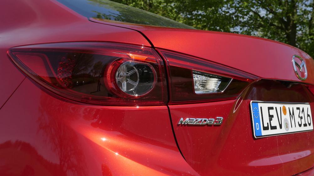 Mazda3_LImousine_17
