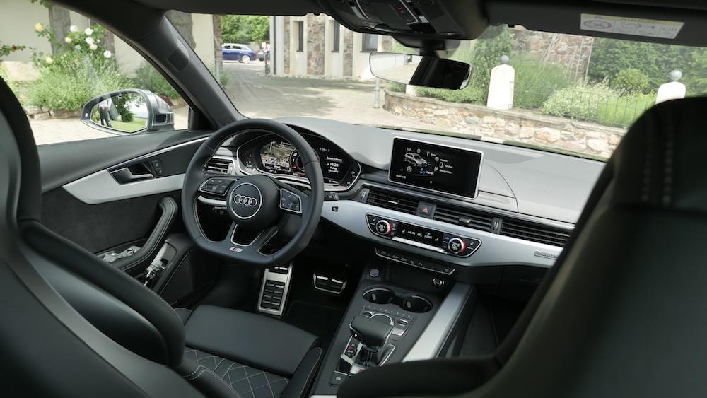AudiS4_Avant-NavarraBlau000