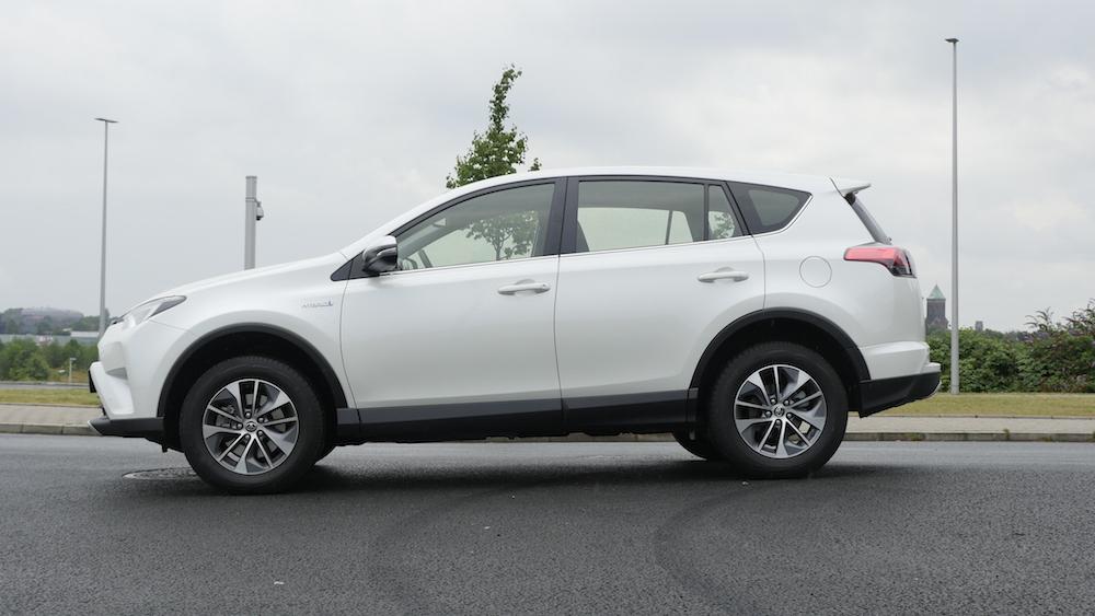 ToyotaRav4_hybrid_autogefuehl04
