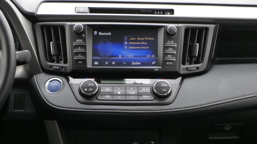 ToyotaRav4_hybrid_autogefuehl09
