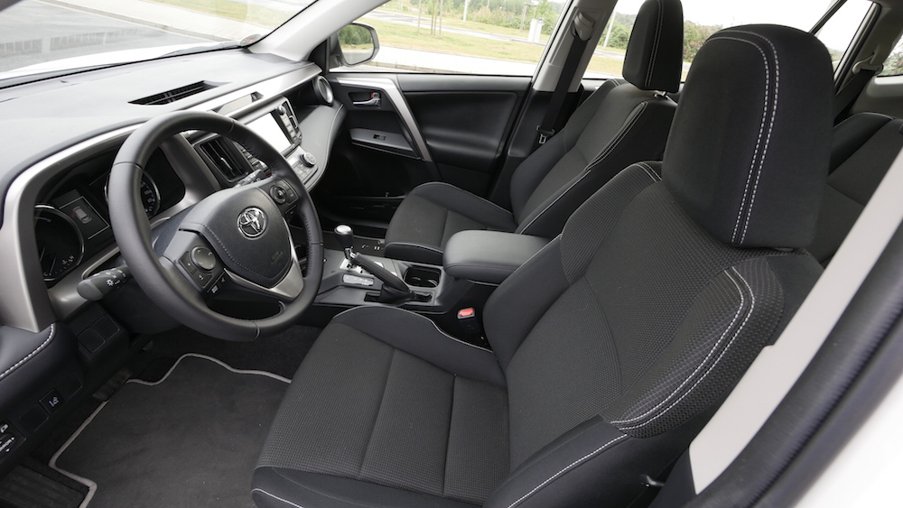 ToyotaRav4_hybrid_autogefuehl11