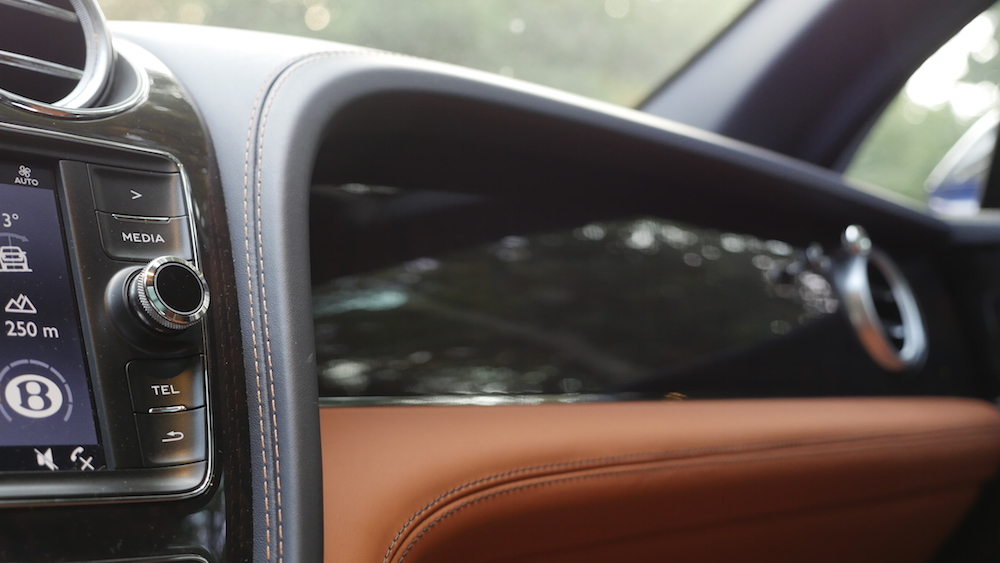 BentleyBentayga_MarokkoBlau_autogefuehl15