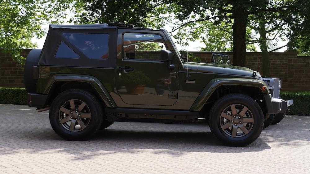 JeepWrangler75anniversary_vs_WillysMB012