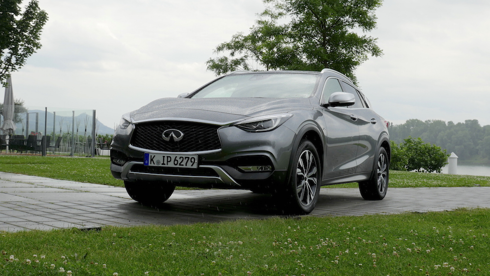 InfinitiQX30_crossover_08
