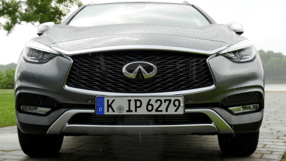 InfinitiQX30_crossover_09