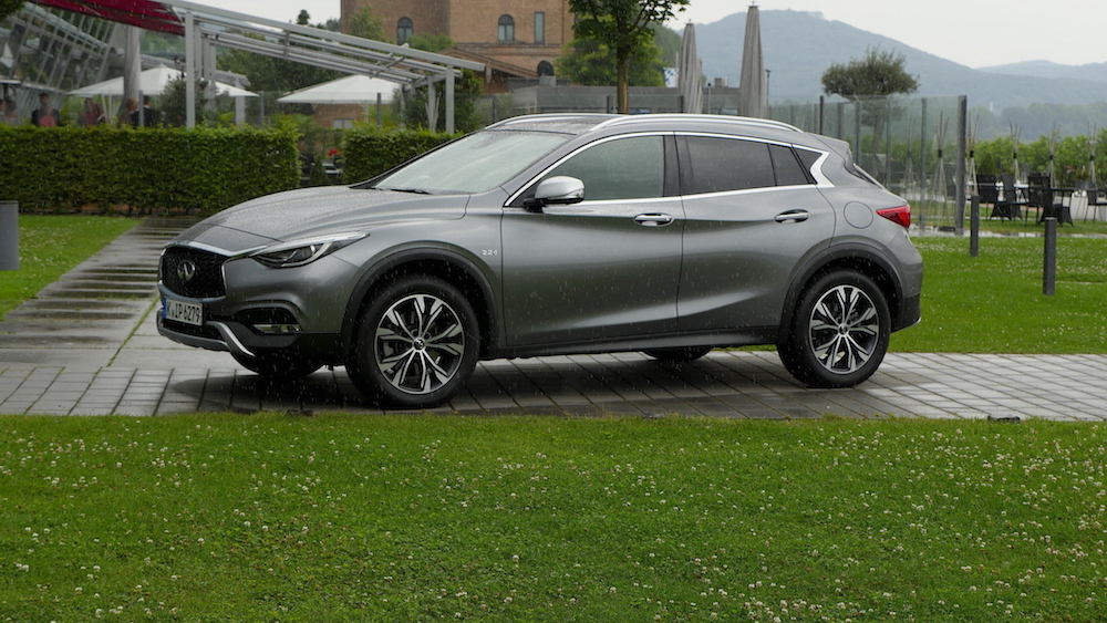InfinitiQX30_crossover_10