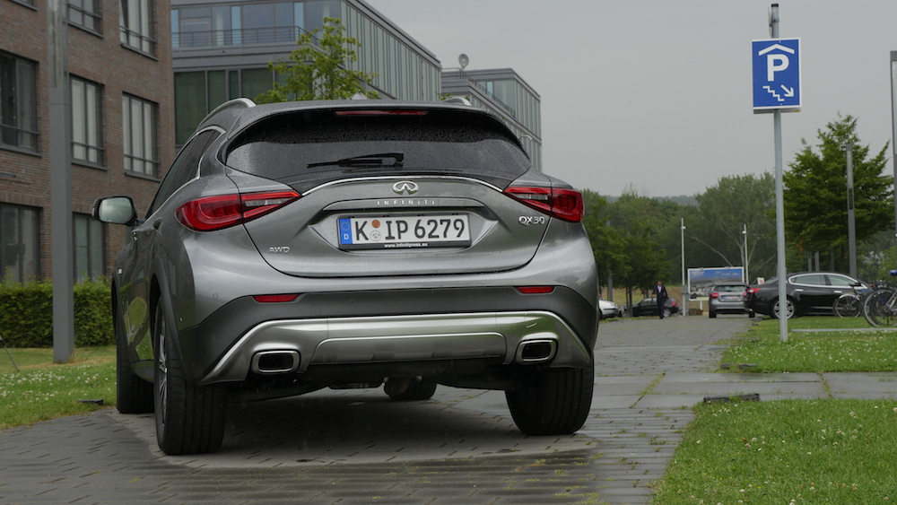 InfinitiQX30_crossover_13