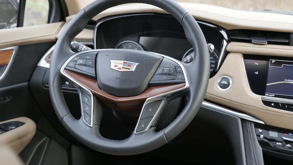 Cadillac_XT5_1440189
