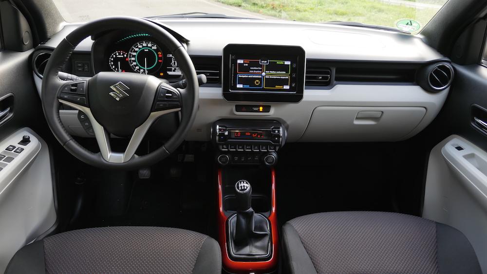 Kennzeichnen Fur Den Suzuki Ignis Ist Es Moglichst Viel Platz Aus Geringen Abmessungen Herauszuholen Der Einstieg In Die Aufrechte Sitzposition
